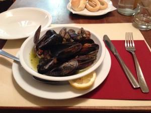 アサリとムール貝のワイン蒸し